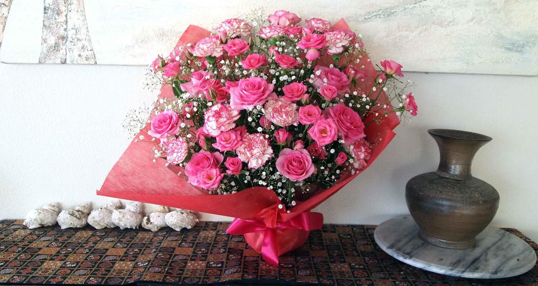 ピンクの薔薇とカーネーションとかすみ草 大好きな組み合わせ