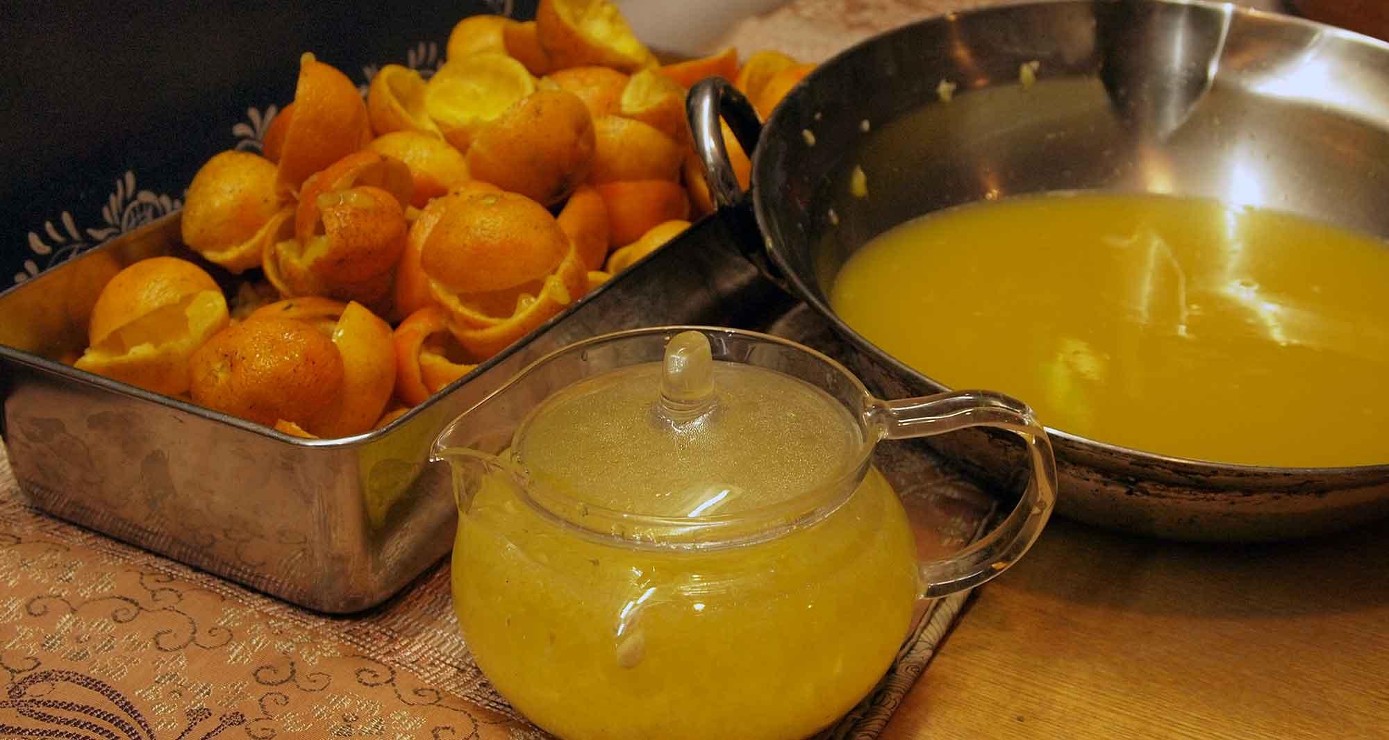 果汁をこした時、残った種と甘皮をホットレモン風に